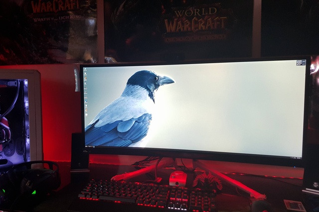 PC_Desk_UltlaWideMonitor09_19.jpg