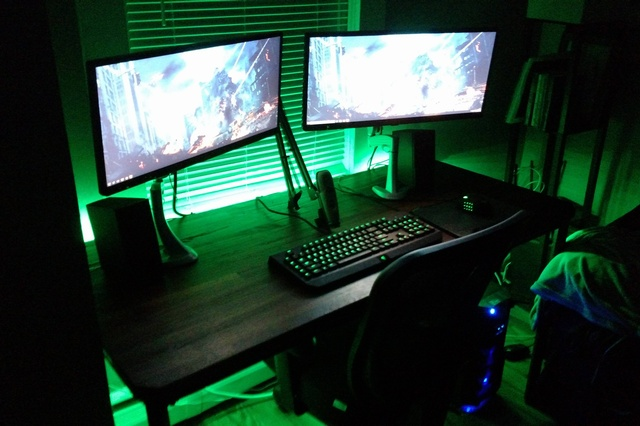 PC_Desk_UltlaWideMonitor09_51.jpg