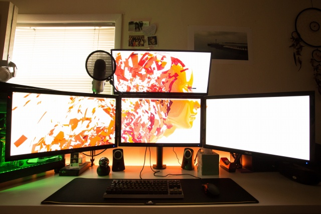 PC_Desk_UltlaWideMonitor09_70.jpg