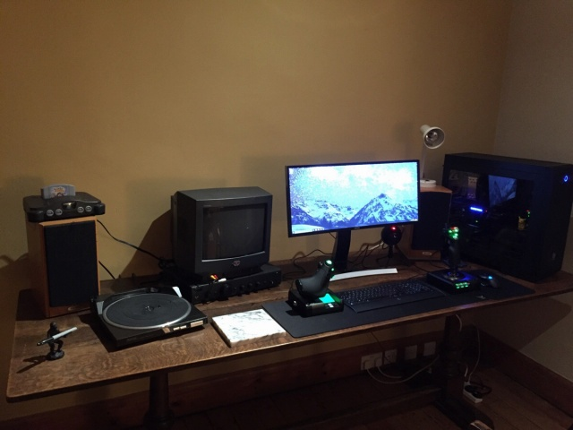 PC_Desk_UltlaWideMonitor09_93.jpg