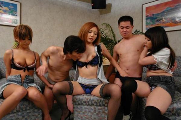 乱交セックス画像 38