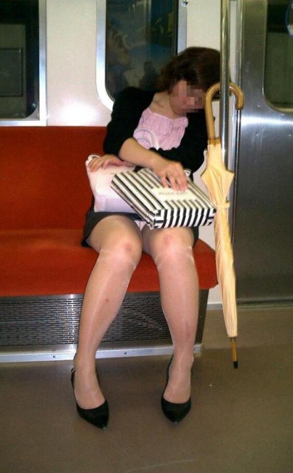 電車内パンチラ画像 2
