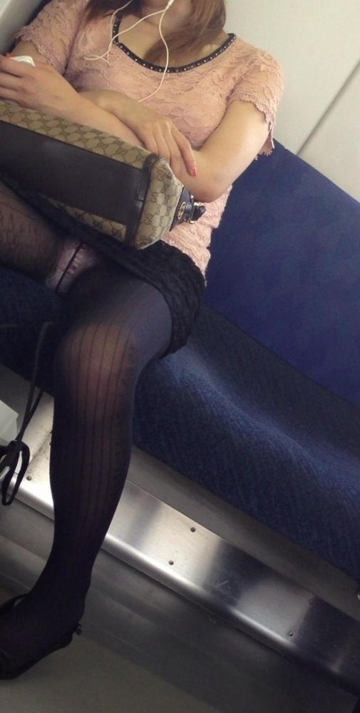 電車内パンチラ画像 11