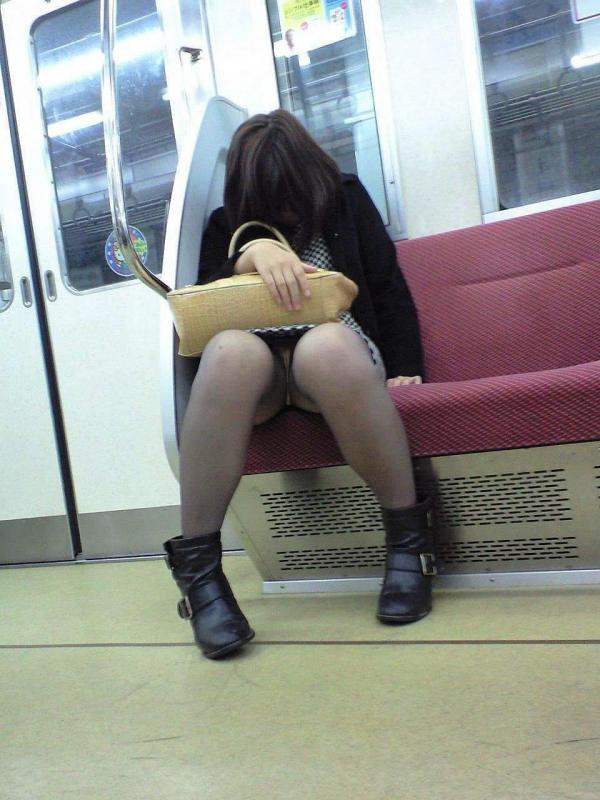電車内パンチラ画像 15