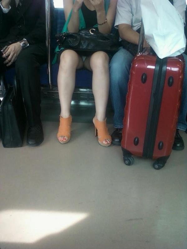 電車内パンチラ画像 18