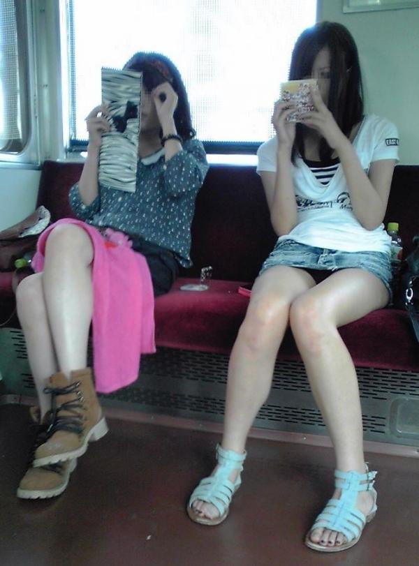 電車内パンチラ画像 21