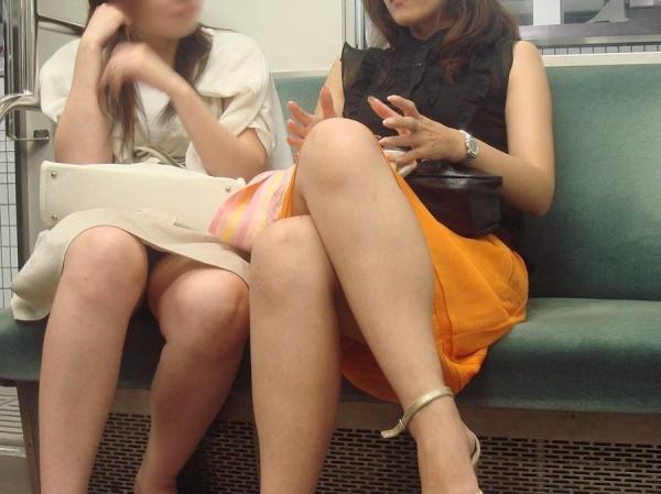 電車内パンチラ画像 22