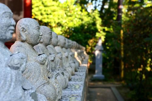 Monk statues on Takaosan