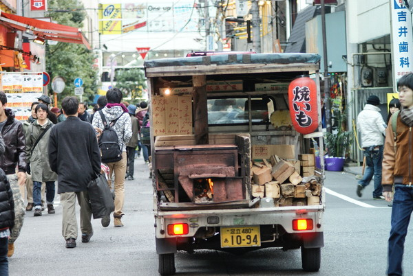 外国人には珍しい!車で移動しながら売る『石焼き芋屋』に ...