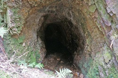 3マンガン鉱採掘跡