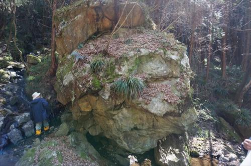5護摩壇石