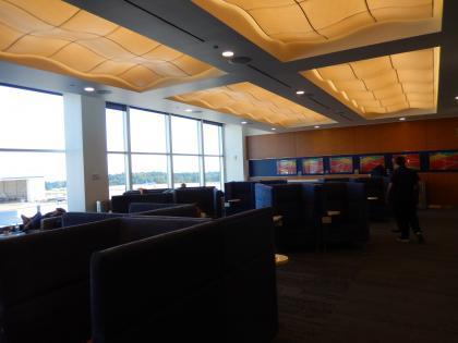 SFO+HNL2015.7シアトル空港デルタスカイクラブ