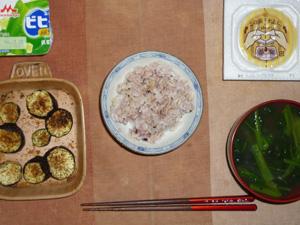胚芽押麦入り五穀米,納豆,茄子のオーブン焼き,ほうれん草のおみそ汁,ヨーグルト