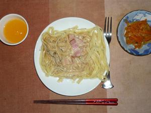 しめじとベーコンのポルチーニクリーム,人参と玉葱のソテー,みかんゼリー