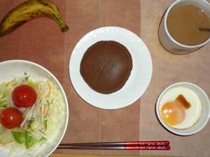 チョコパンケーキ,サラダ(キャベツ、大根、レタス、トマト),目玉焼き(S),バナナ(S),コーヒー