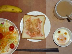 イチゴジャムトースト,サラダ(キャベツ、人参、レタス、トマト),目玉焼き(S),バナナ(S),コーヒー