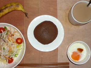 チョコパンケーキ,サラダ(キャベツ、大根、レタス、トマト)青紫蘇・オリーブオイル,目玉焼き(S), バナナ(S),コーヒー