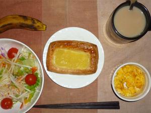 アップルパン,サラダ(キャベツ、大根、レタス、トマト)青紫蘇・オリーブオイル,スクランブルエッグ(S),バナナ(S),コーヒー