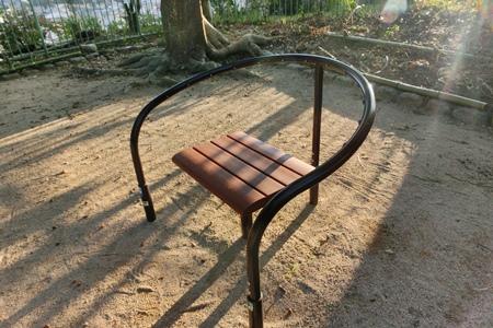 公園の椅子2