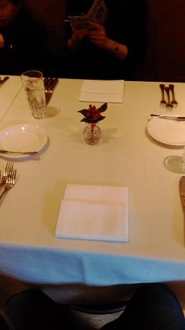 食べる前の机