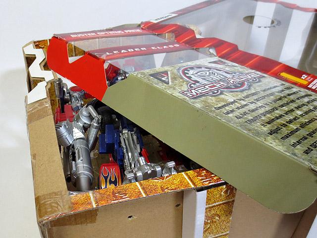 TF_RA24_Buster_Optimus_Prime_01_14.jpg