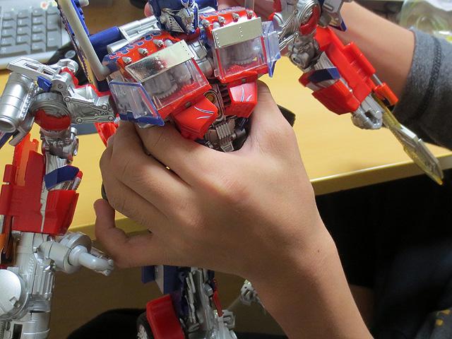 TF_RA24_Buster_Optimus_Prime_01_29.jpg