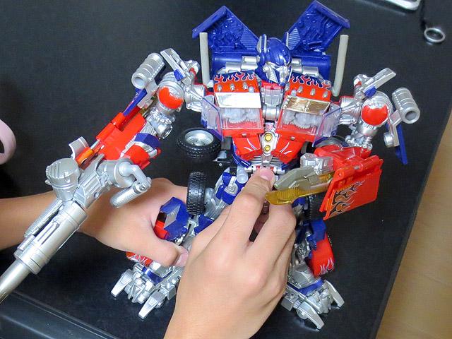 TF_RA24_Buster_Optimus_Prime_01_30.jpg