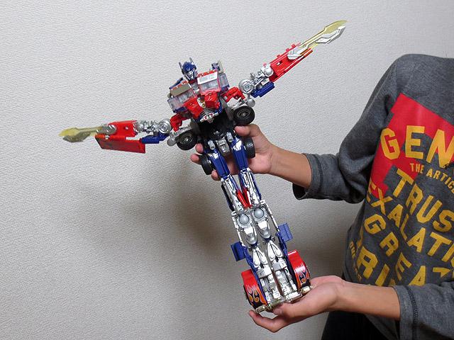 TF_RA24_Buster_Optimus_Prime_01_31.jpg