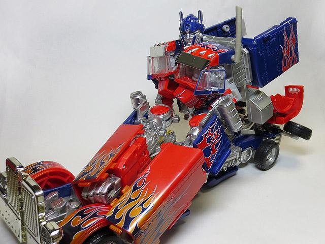 TF_RA24_Buster_Optimus_Prime_01_32.jpg