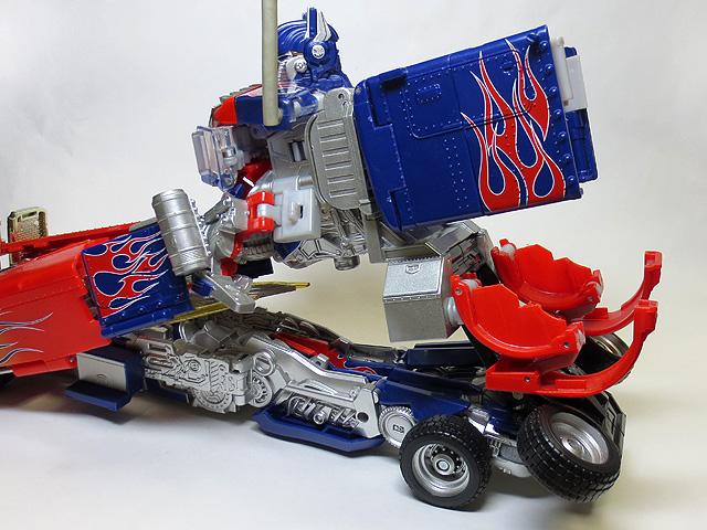TF_RA24_Buster_Optimus_Prime_01_33.jpg