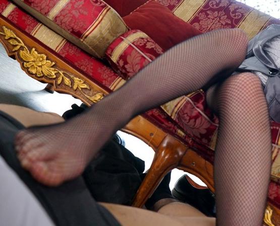 美少女がドスケベな淫語を囁きながらガースト足コキ責めの脚フェチDVD画像2