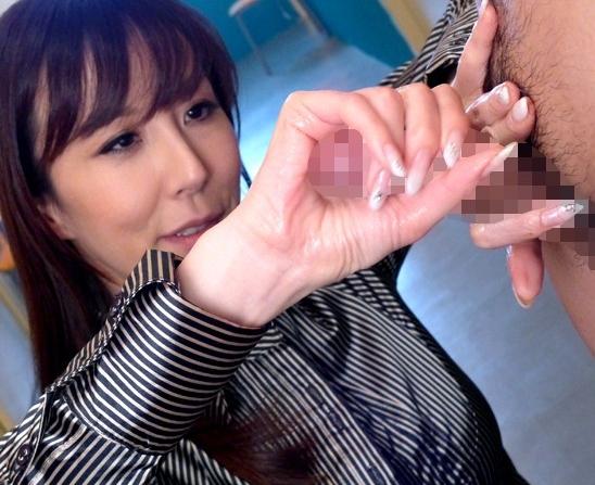 痴女過ぎる淫乱教師の手コキと足コキがヤバいの脚フェチDVD画像6