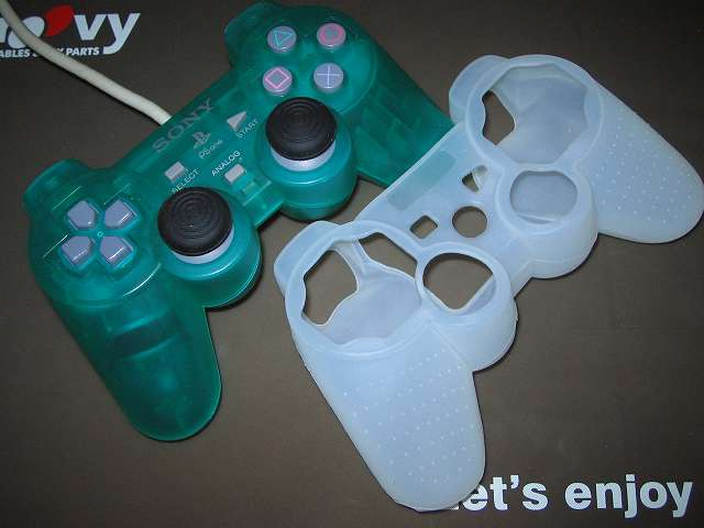 プレイステーション デュアルショックシリーズ (PlayStation DUALSHOCK) シリコンコントローラーカバー ホワイト 装着前のデュアルショック SCPH-110 エメラルド コントローラー