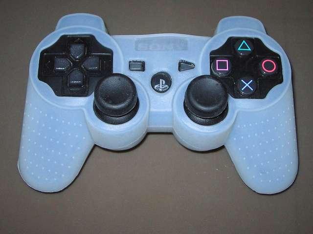 プレイステーション デュアルショックシリーズ (PlayStation DUALSHOCK) シリコンコントローラーカバー ホワイト 装着後のデュアルショック 3 CECHZC2J-A1 コントローラー ボタン・スティック側表面