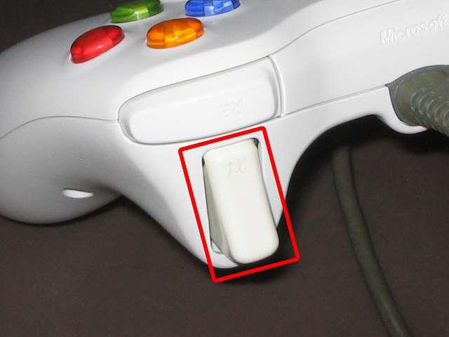 Xbox 360 コントローラー (ホワイト) 黄ばみ取り完了後の Xbox 360 コントローラー 漂白しなかったトリガー部分拡大撮影