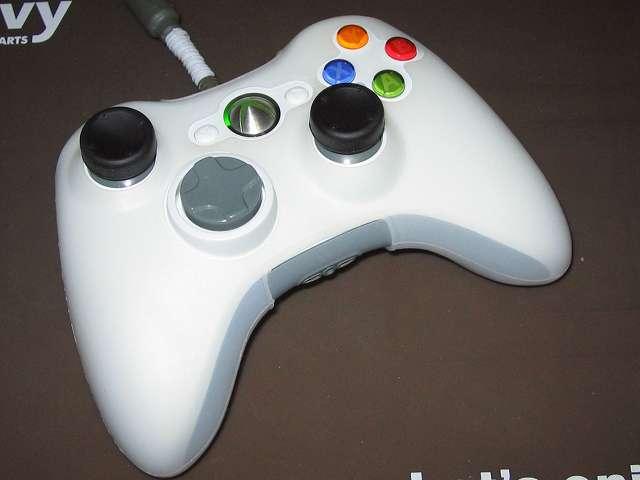 Xbox 360 コントローラー (ホワイト) 黄ばみ取り完了 アナログスティックカバーとシリコンコントローラーカバーを装着