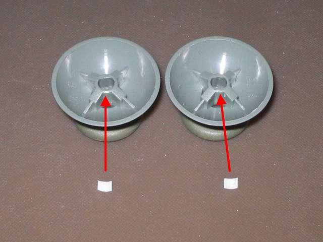 シリコンコントローラーカバー装着済み Xbox 360 コントローラーとカバー付きアナログスティックの干渉トラブル 2mm×3mm にカットした綿棒のプラスチック軸を、アナログスティックの軸穴に詰める