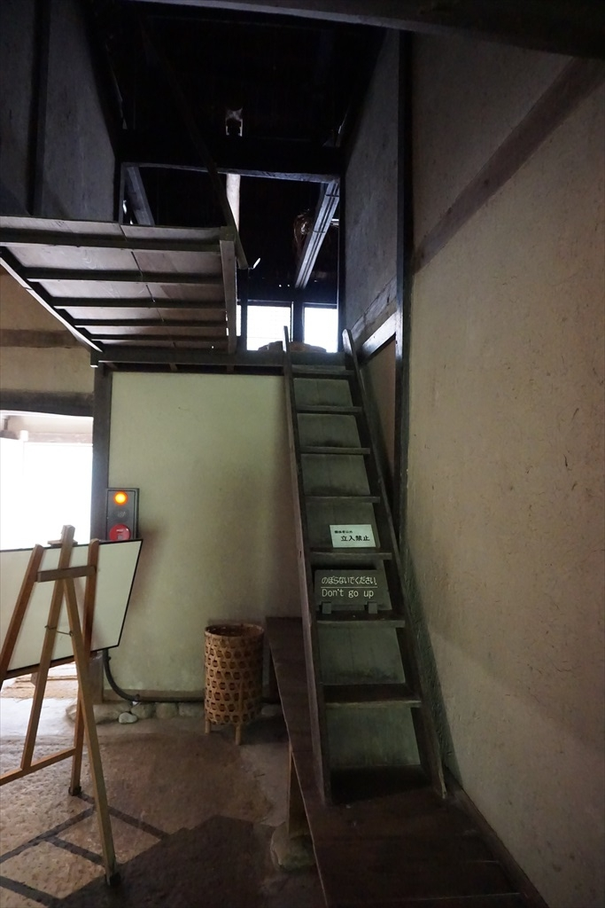 二階へ至る階段