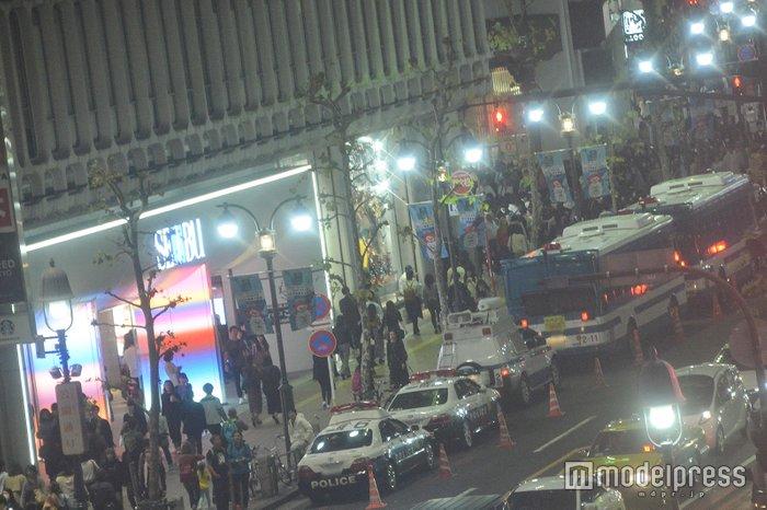 【ハロウィン】警笛響く厳戒態勢!渋谷駅前はパニック状態の画像4-4