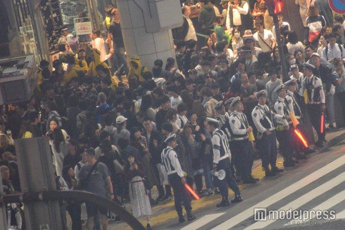 【ハロウィン】警笛響く厳戒態勢!渋谷駅前はパニック状態の画像4-3