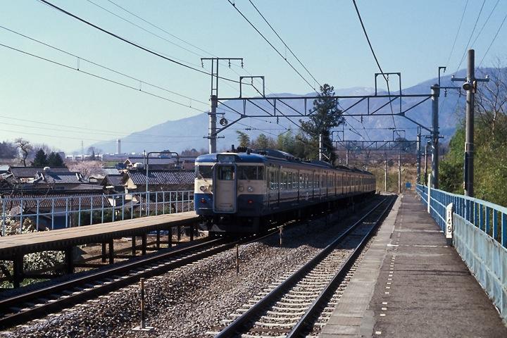 620405中央線新府駅_115系普通列車_004