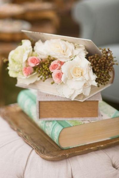 24-Elegant-Ideas-For-A-Book-Inspired-Wedding6.jpg