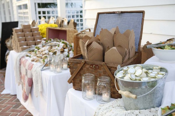 Kraft-Picnic-Box-Wedding-Buffet1-600x400.jpg