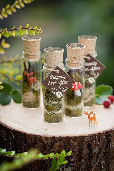 mini-terrarium-wedding-favors.jpg
