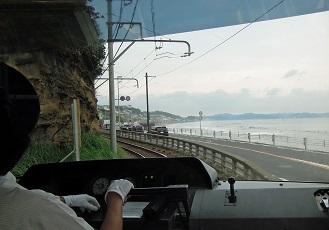 海岸線を通る江ノ電