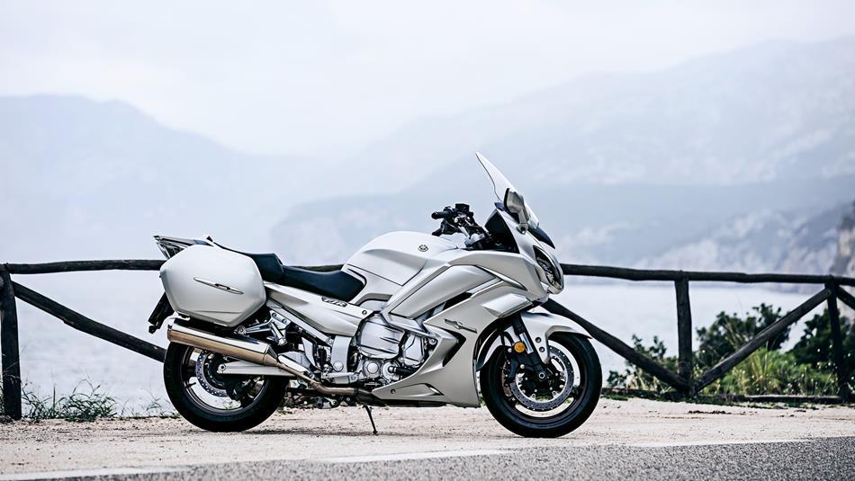 2016-Yamaha-FJR1300AS-EU-Matt-Silver-Static-002.jpg
