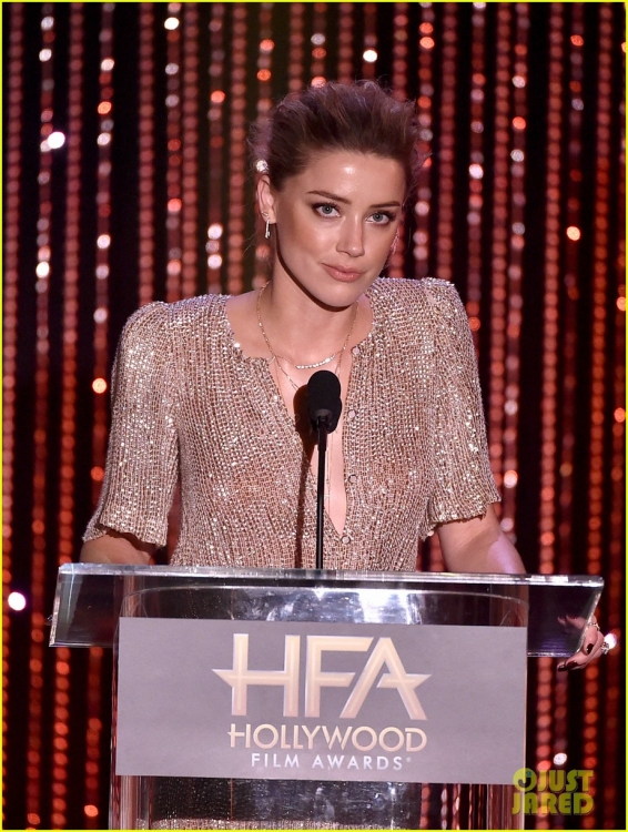 amber-heard-johnny-depp-dakota-johnson-hollywood-film-awards-09.jpg