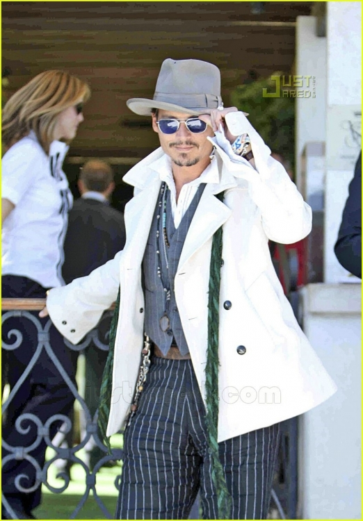 johnny-depp-luggage-03dd.jpg