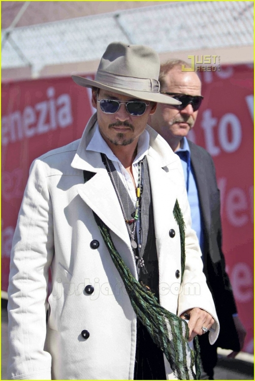johnny-depp-luggage-06cc.jpg