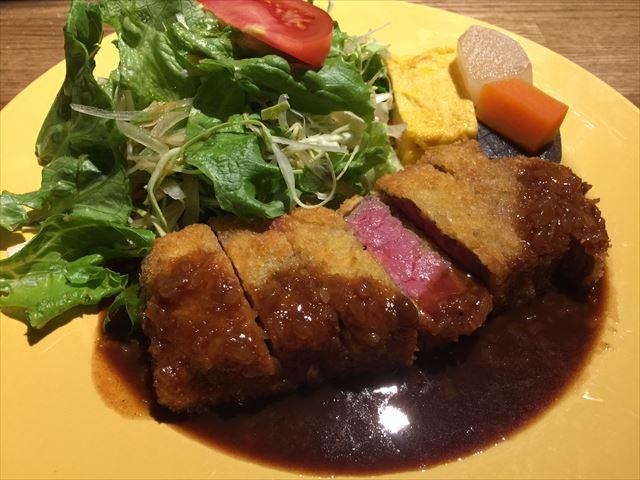 分厚くて柔らかい、穴場のビーフカツ定食! ご近所探訪 その168 Thick but juicy beef cutlet set! =Walking around Krathoorm No.168